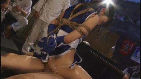 緊縛美女格闘家 騎乗位 腰振り