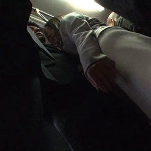 満員バスで発情した痴女OLが隣のサラリーマンを誘惑していく・・・