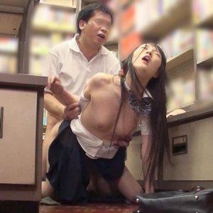 参考書を買いに来た清楚女子校生が媚薬チ〇ポで襲われ、さらに媚薬漬けにされて淫乱化していく・・・